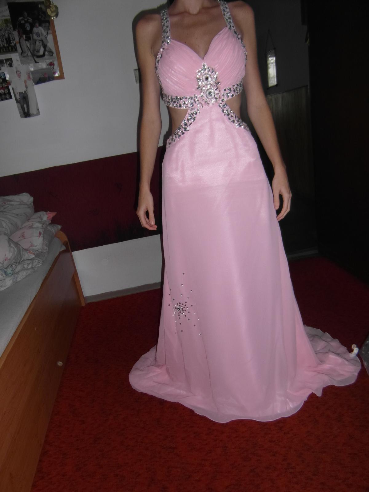 c8c054a29e03 Dlhé bledo ružové spoločenské šaty