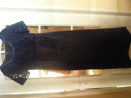 Spoločenské šaty tmavomodrej farby , 38