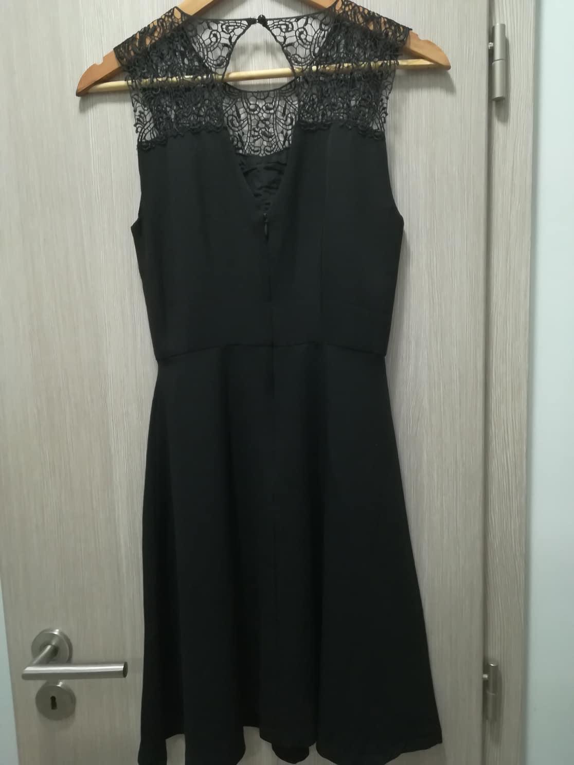 83b01eb15cb6 Čierne čipkované koktejlové šaty vero moda