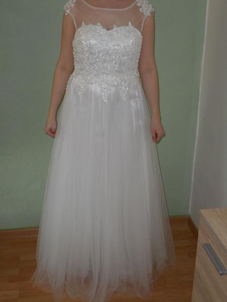 Svatební šaty -velmi slušivé, 40