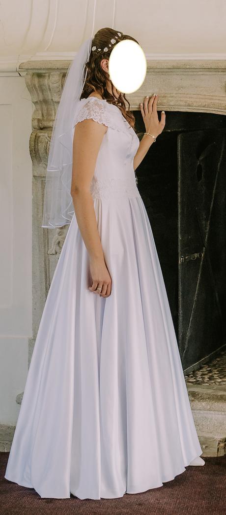 Svadobné šaty na vysokú postavu, 40