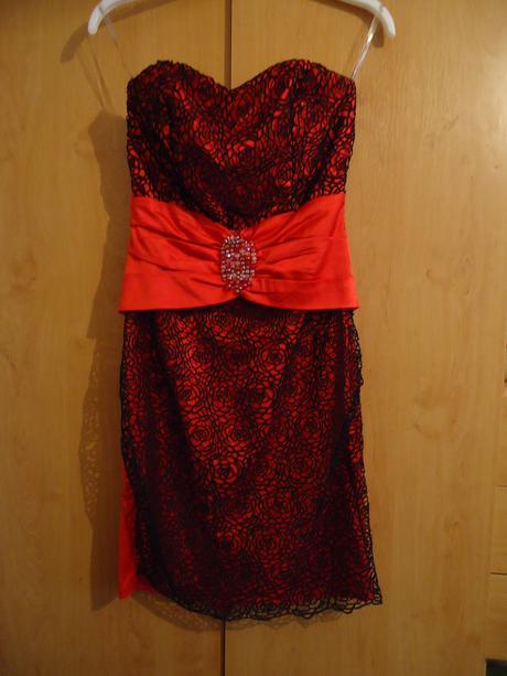 Spoločenské šaty s čipkou, 36