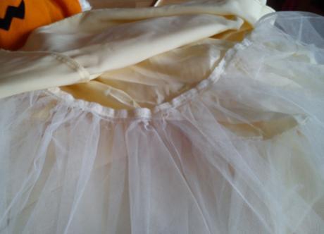 Svatební nebo plesové šaty, 38