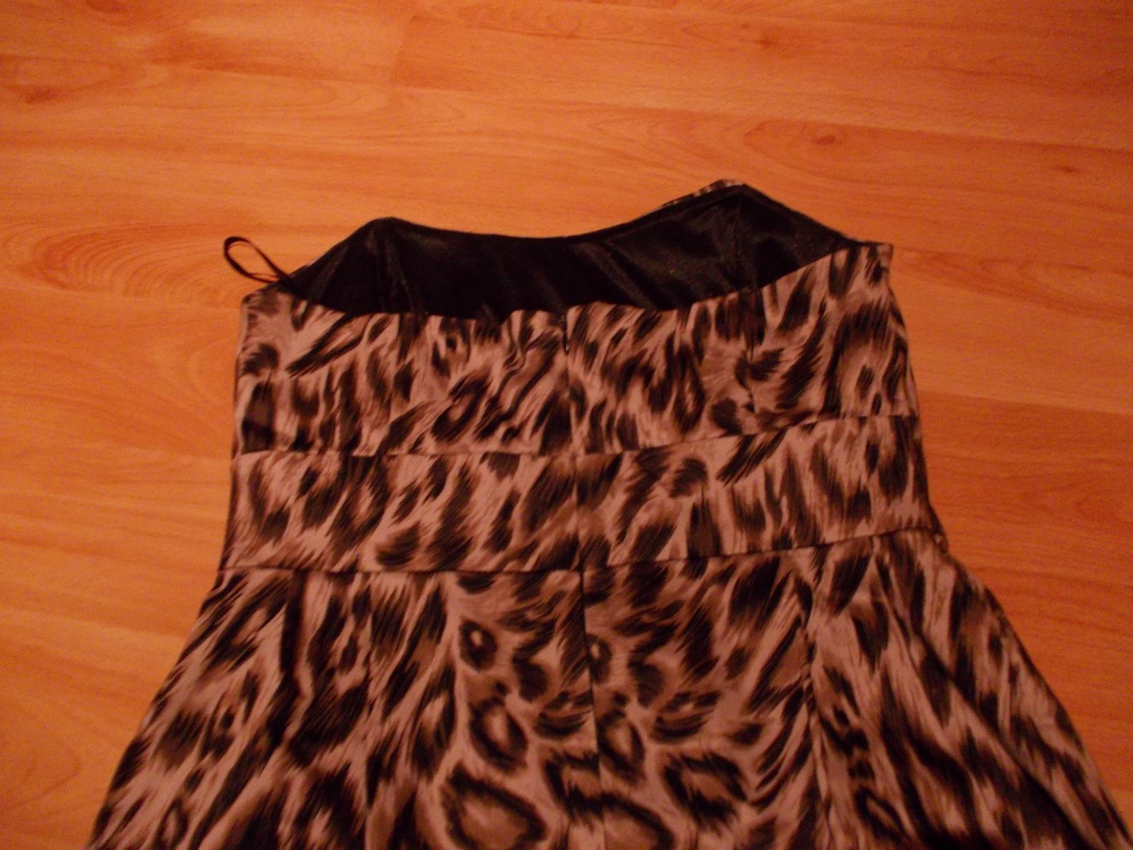 04bcd6e37f8f Korzetové tigrované šaty