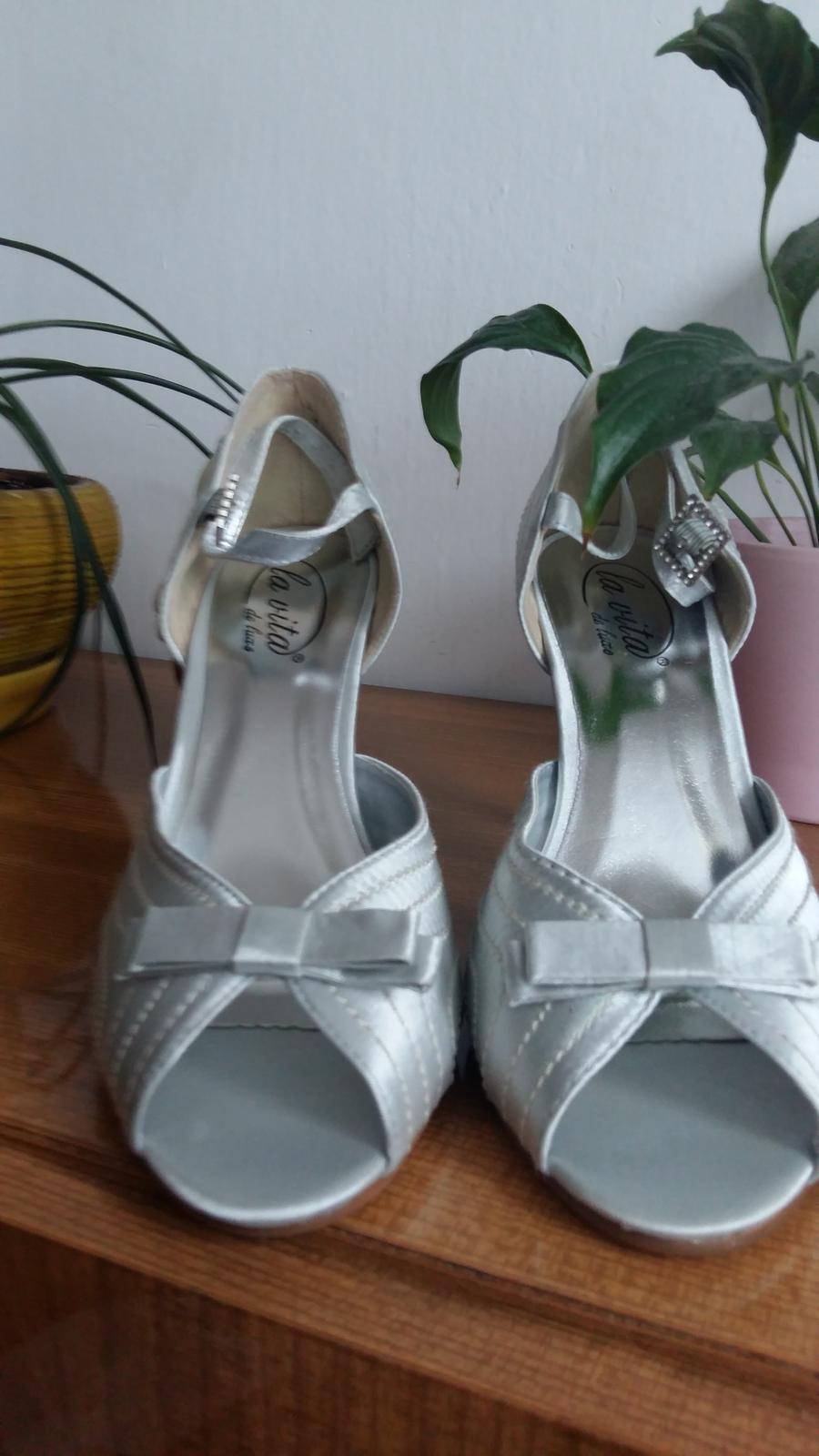 3f93fd94ea Strieborné topánky nepoužité