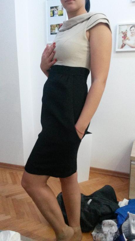 Béžovo čierne šaty s vreckami, 36