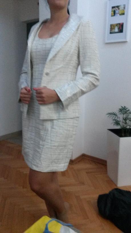 Bielo strieborné šaty so sakom , 38