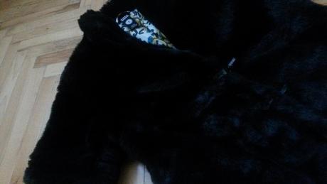 Čierny kabatik, S