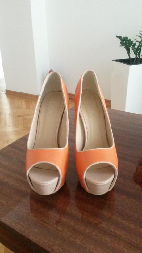 Oranžové lodičky, 38