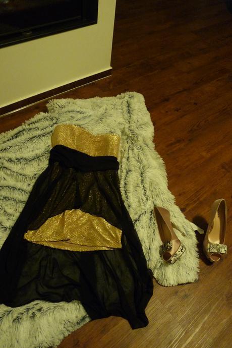 Šaty zlatočerné, 36-38, nenošené, 38