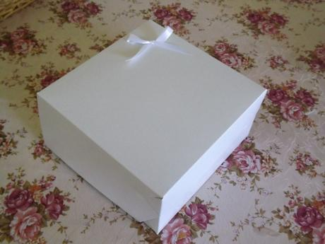 Krabice na koláče s mašličkami,