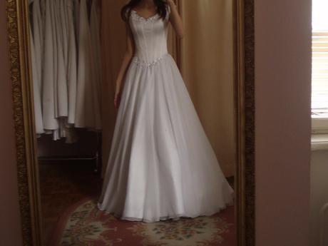 9242b00e74d4 Predám romantické jednoduché svadobné šaty