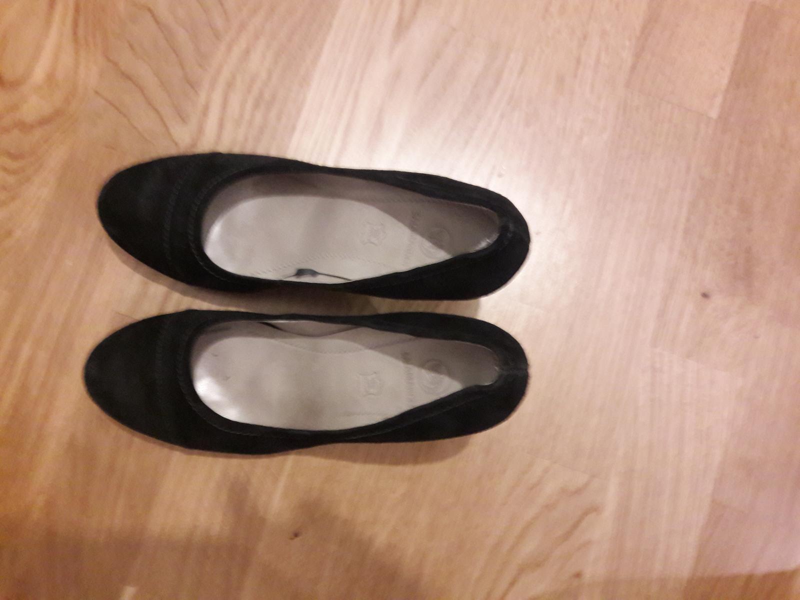 f1d39433fd2a Čierne kožené topánky zn. salamander