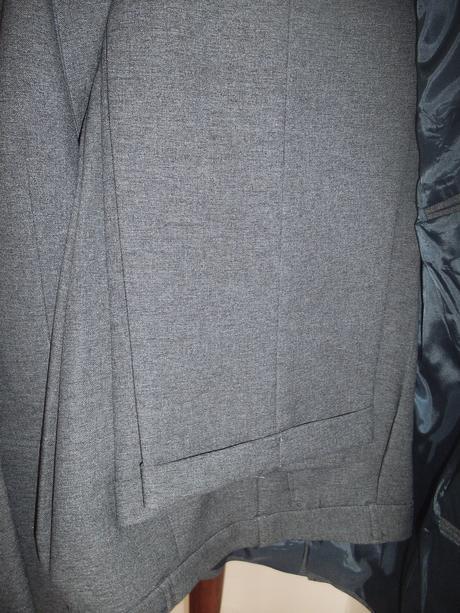 Sivý oblek, 48