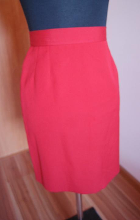 Červená sukňa, M