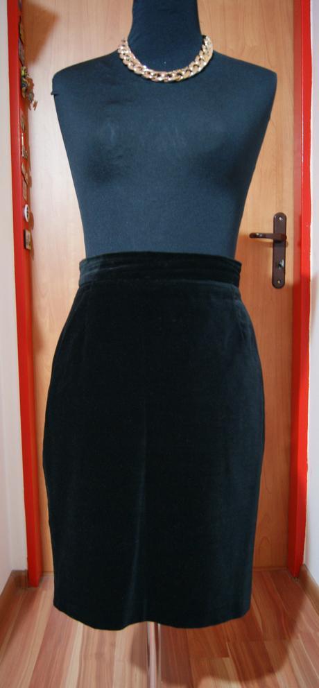 Čierna plyšová sukňa na pás, 36