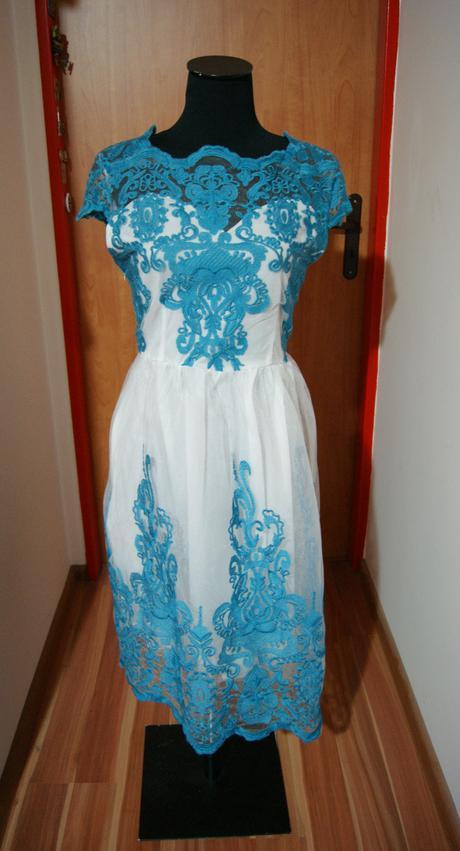 Krajkové šaty, 42