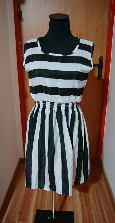 Pásikavé šaty, M