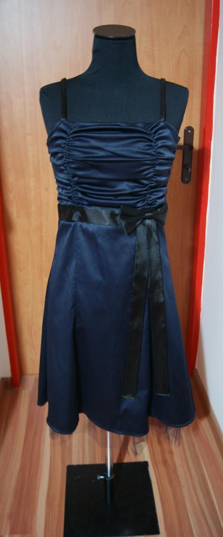 tmavomodré šaty s čipkou, M