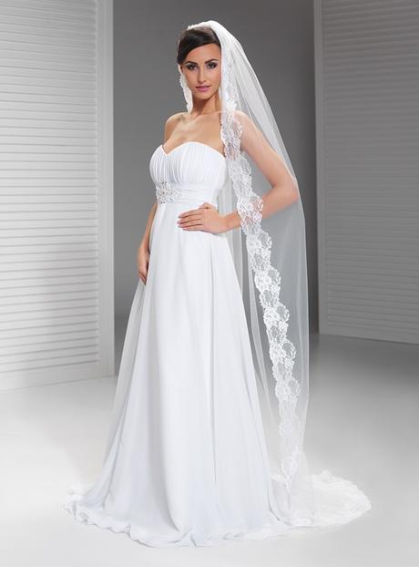dlozhý svatební závoj krajkový,