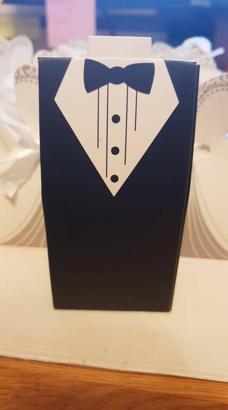 Krabičky v tvare šiat a obleku,