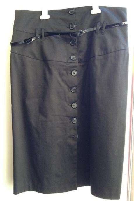 Černá sukně s knoflíky na propínání a páskem, 44