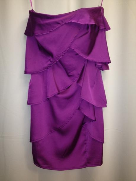 Fialkové saténové šaty s volánky, 36