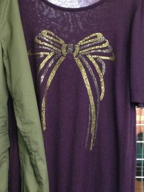 Fialový delší svetřík / tričko s efektní mašličkou, 42