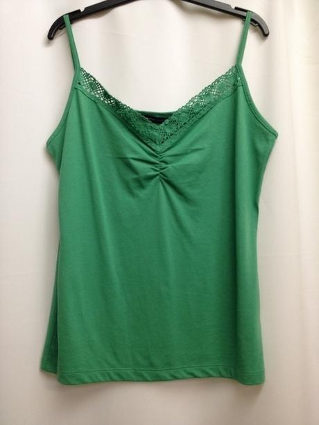 Zelený top s krajkou v dekoltě, 38