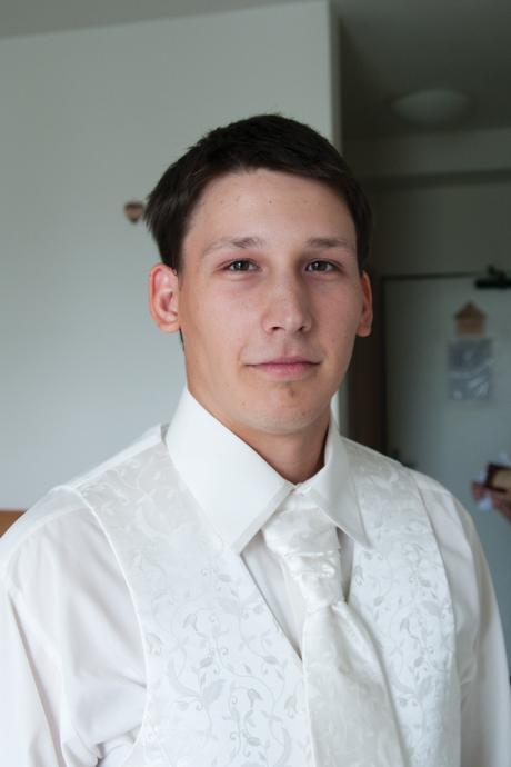 Ivory vesta a dve kravaty - 42, 48