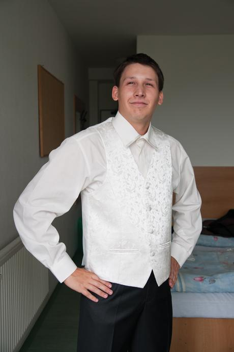 Ivory vesta s košeľou a dve kravaty - 42, 48