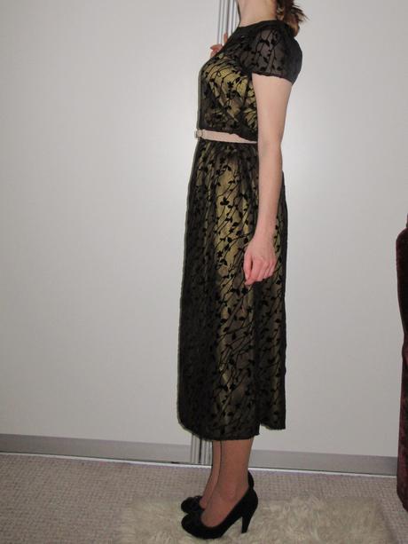Luxusné zlato čierne zdobené šaty, M