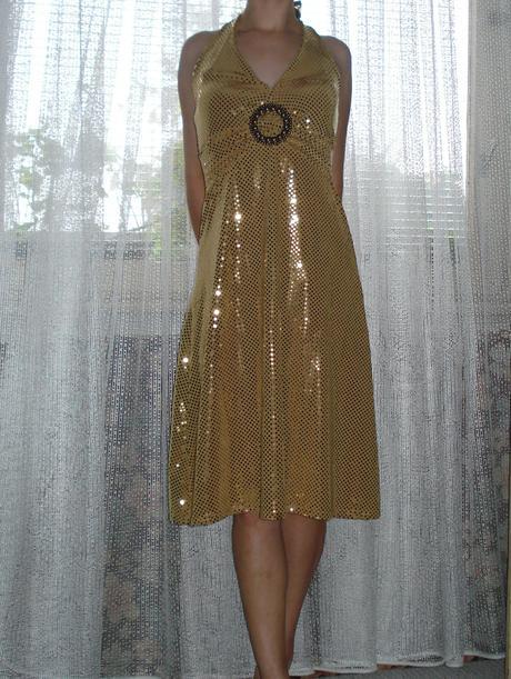 Zlaté spoločenské šaty, M