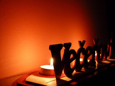 Dřevěné příjmení vyrobené na zakázku - např.svícen,