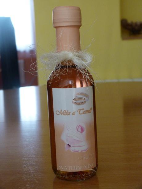 Minivína, vína, belgické čokoládky,