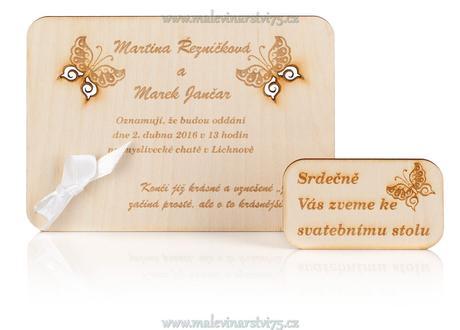 originální dřevěné svatební oznámení s gravurou,