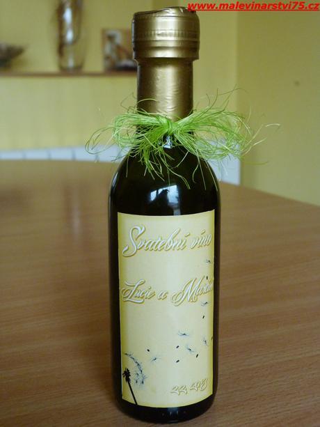 Svatební minivíno a čokoládka-dárek i jmenovka,