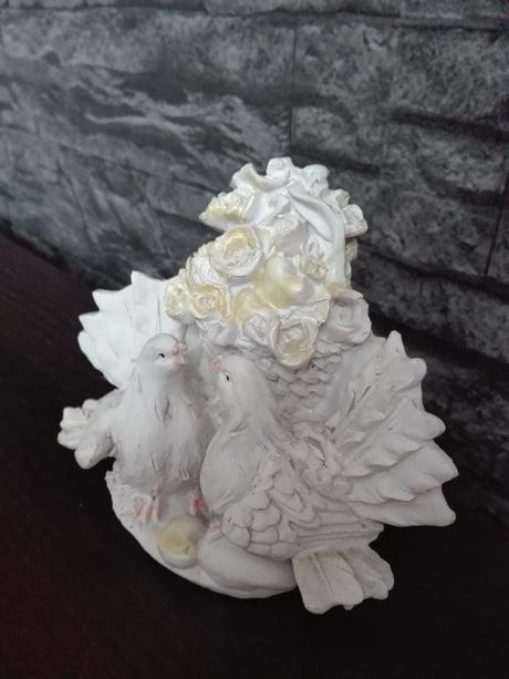 Moderná soška dvoch holubic-symbol lasky-nepouž.,