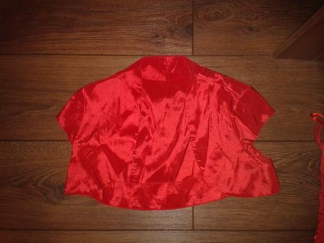 Červené krátke šaty, 38