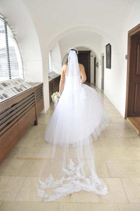 zdobené svadobné šaty, 38