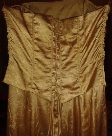 Zlaté šaty, 38