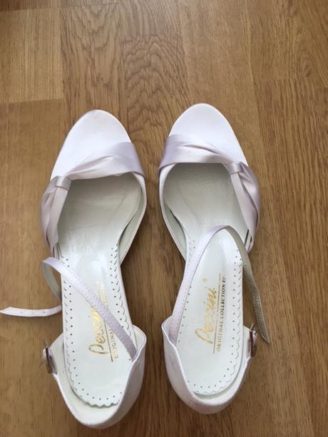 Svatebni boty na prodej, 38