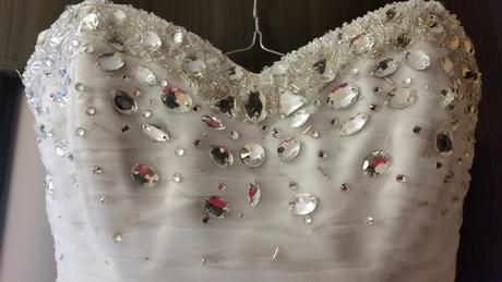 Svadobné šaty s kamienkami, 32