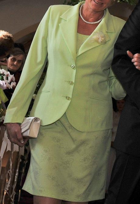Šaty pre svadobnú mamu, 44