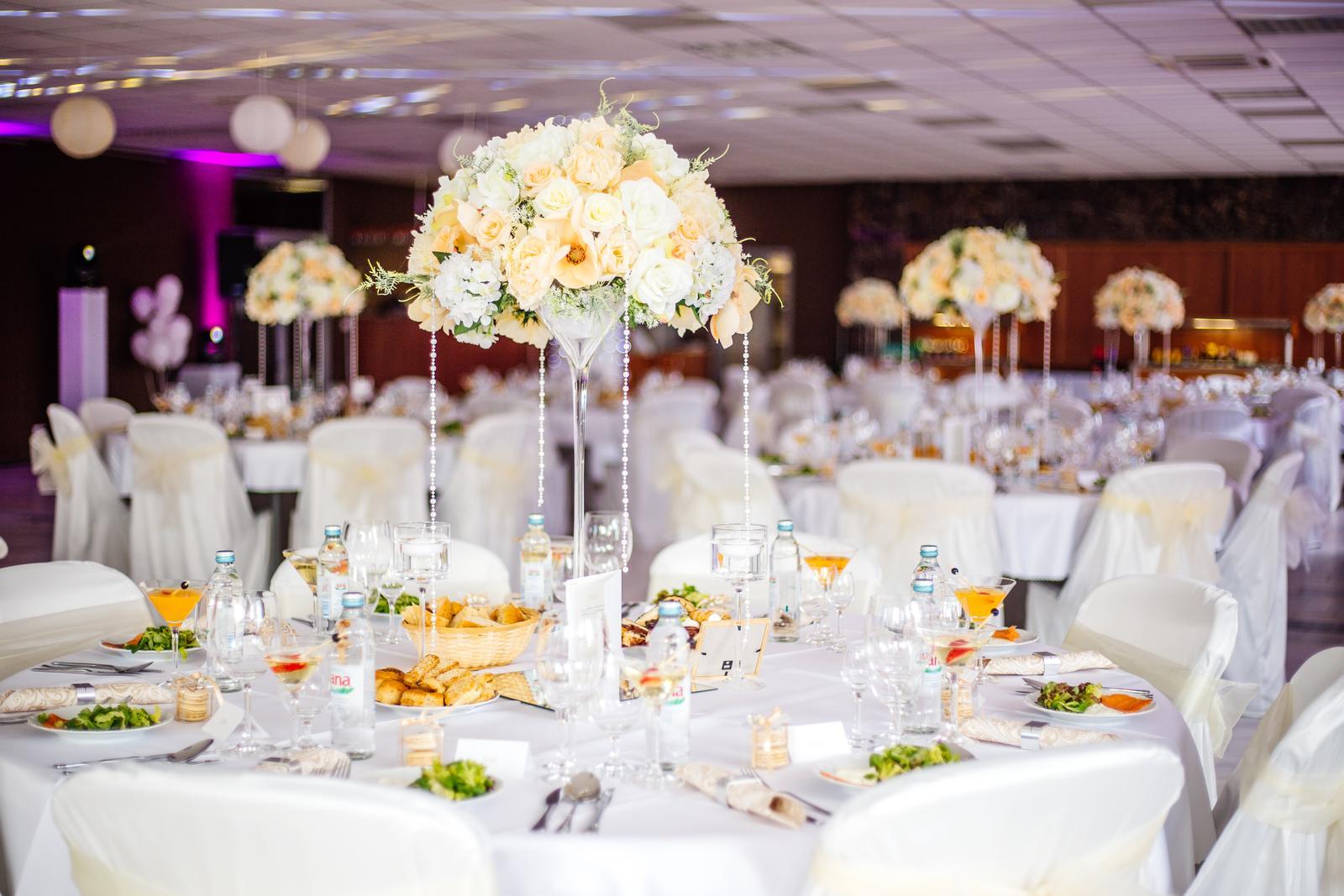 a81a0dec8 Kvetinová svadobná výzdoba na prenájom, - 16 € | Svadobné shopy |  Mojasvadba.sk