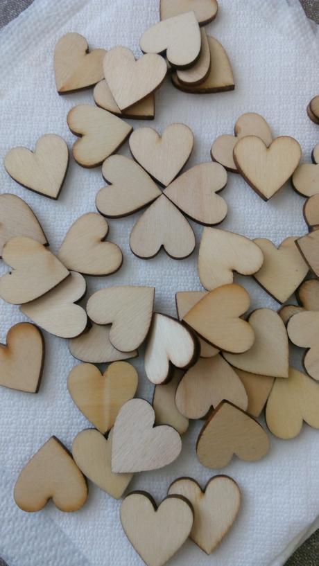 Dekorace na svatební stůl, dřevěná srdíčka 50ks,