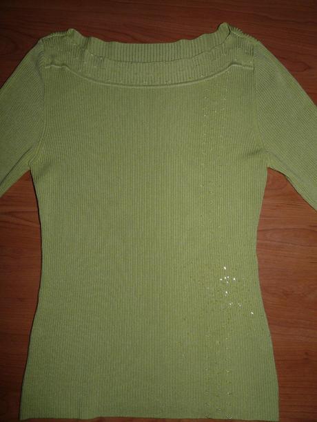 elegantný  pulover  s  lodičkovým  výstrihom, M