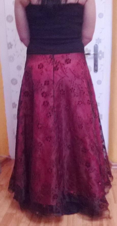 spoločenske šaty , 42