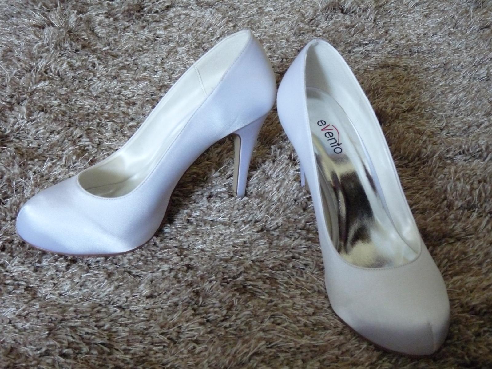 df3c4ae880 Biele topánky