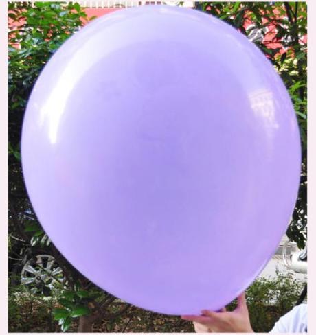 Obří fialový balónek ,